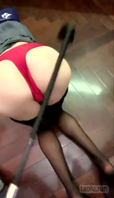 抽母狗的大屁股,Classic foot fetish series: 恋足口舌